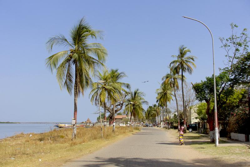 Sur la route du port à Ziguinchor au Sénégal en Casamance photo blog voyage tour du monde https://yoytourdumonde.fr