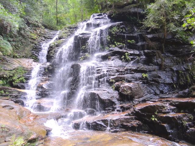La beauté des cascades dans le parc national des blue mountains photo blog voyage tour du monde https://yoytourdumonde.fr