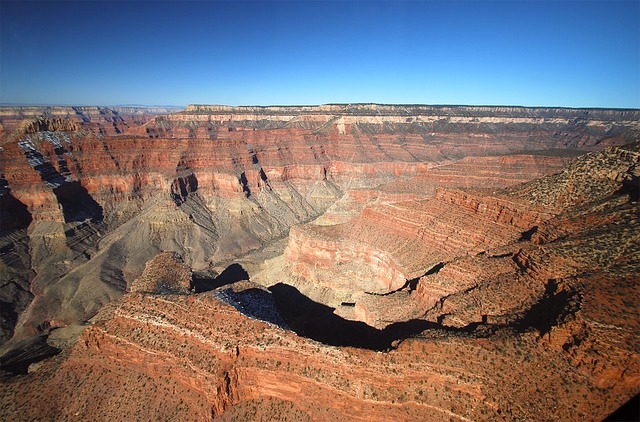 La beauté du Grand Canyon ou tu peux voir sur cette photo l'immensité des lieux. Photo blog voyage tour du monde https://yoytourdumonde.fr