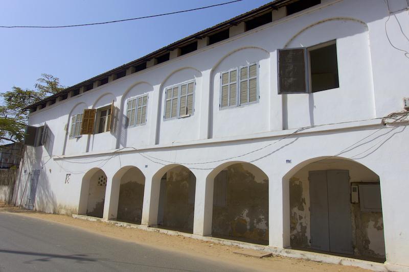 Maison coloniale à Ziguinchor en Casamance photo blog voyage tour du monde https://yoytourdumonde.fr
