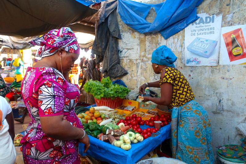 Magnifique marché de Ziguinchor en Casamance photo blog voyage tour du monde https://yoytourdumonde.fr