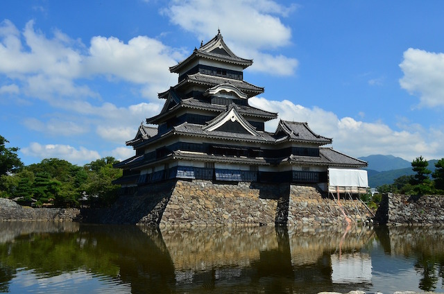 Le chateau ou casle de Matsumoto inscrit à l'Unesco l'un des plus beaux chateaux du Japon photo blog voyage tour du monde https://yoytourdumonde.fr