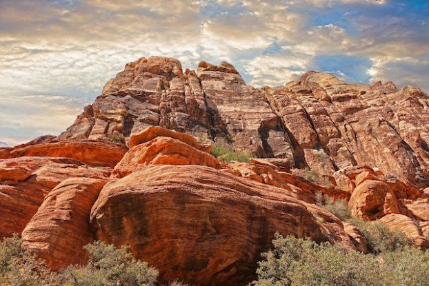 Louer une voiture est découvrez les magnifiques désert du Nevada qui se trouve à quelques kilomètres de Las Vegas photo blog voyage tour du monde https://yoytourdumonde.fr