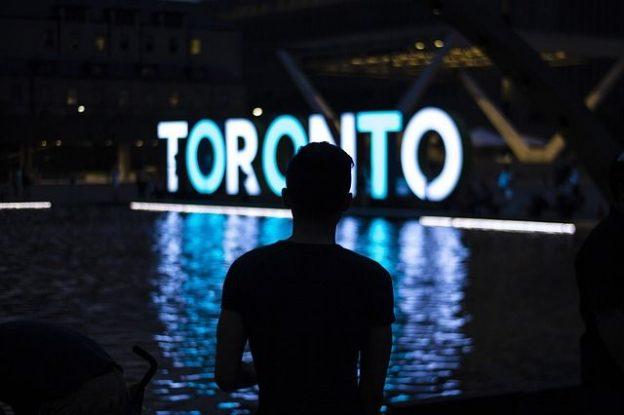Vrai poumon économique du canada les cinq plus grandes banques canadiennes ont leurs sieges sociales ici et Toronto est la 7eme place boursiere au monde photo blog voyage tour du monde https://yoytourdumonde.fr