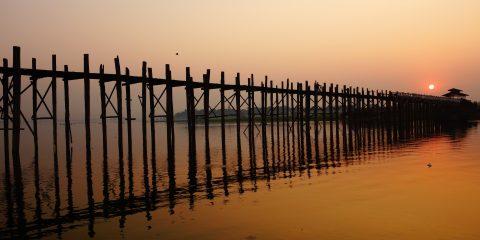 mandalay pont le plus long du monde en teck photo voyage tour du monde birmanie mondalay http://yoytourdumonde.fr